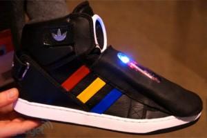 Компании Google и Adidas выпускают говорящие кроссовки. ВИДЕО