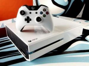 Корпорация Microsoft представила белую Xbox One